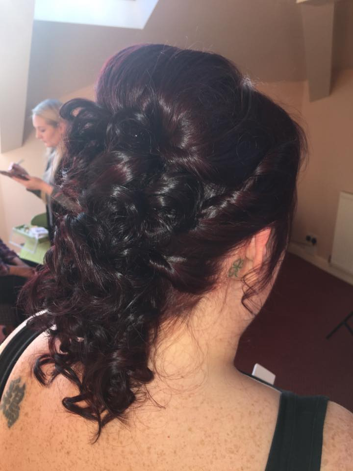 Wedding hair by Stephanie…Continue Reading..