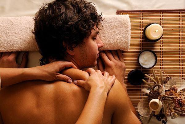 Treat the man in your life this Valentine's Day with one of our luxury spa treatments:  Boutique Men's Facial We will transform your face from rough to smooth, helping to repair damage caused by daily shaving, finishing with a luxury scalp massage…Continue Reading..