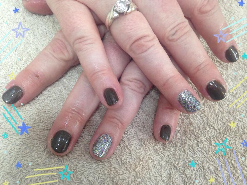 Shellac Nails by Laura…Continue Reading..