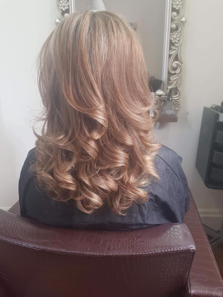 Curly blow dry by Melanie…Continue Reading..